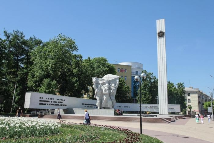 monument-pobedy-2-700x467