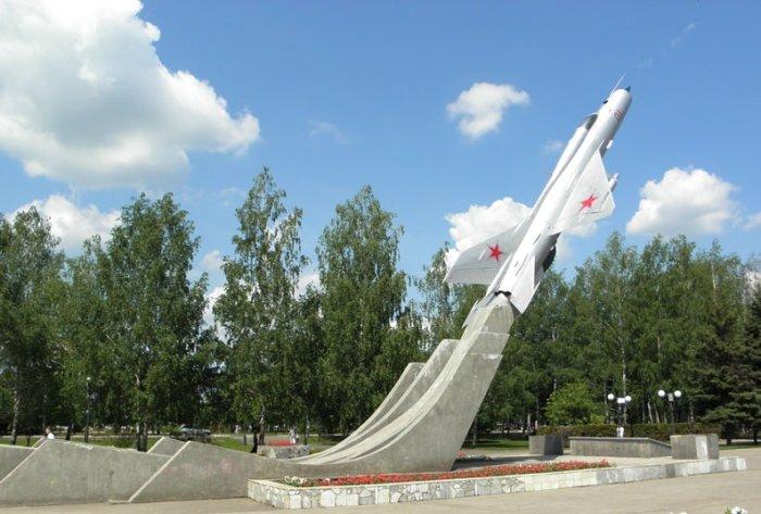 monument-samolet-700x473