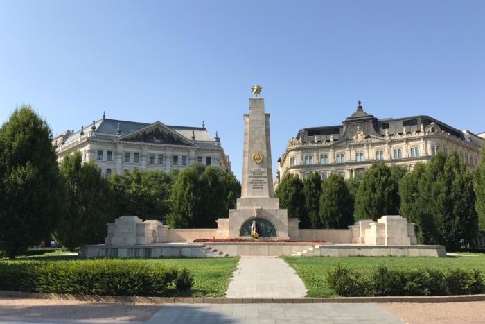 monument-voinam-sovetskoj-armii-700x467