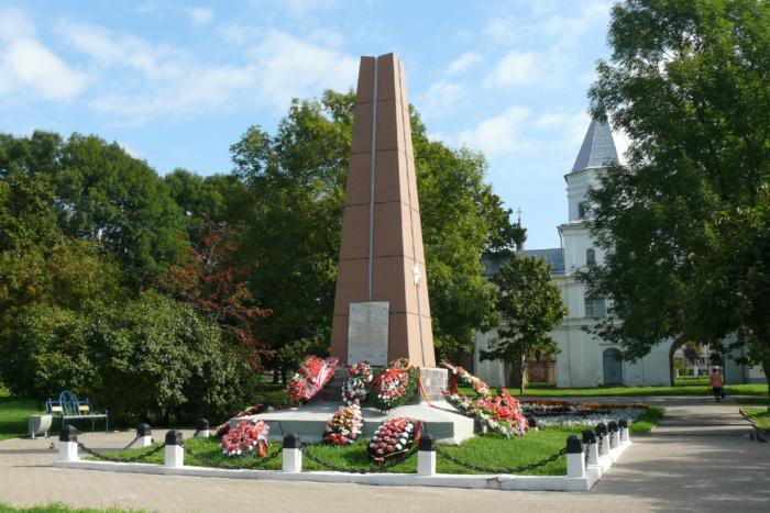 obelisk-vchest-podviga-gerasimenko-krasilova-cheremnova-700x467