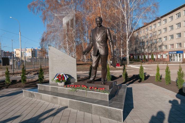 pamyatnik-akademiku-an-kolmogorovu-700x467