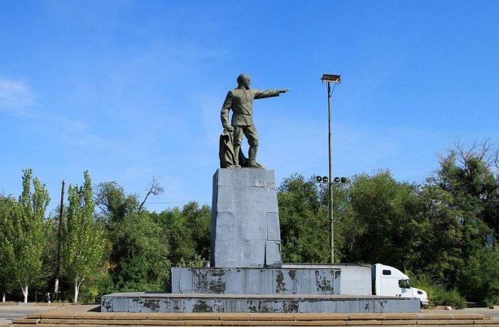 pamyatnik-fe-dzerzhinskomu-1-700x459