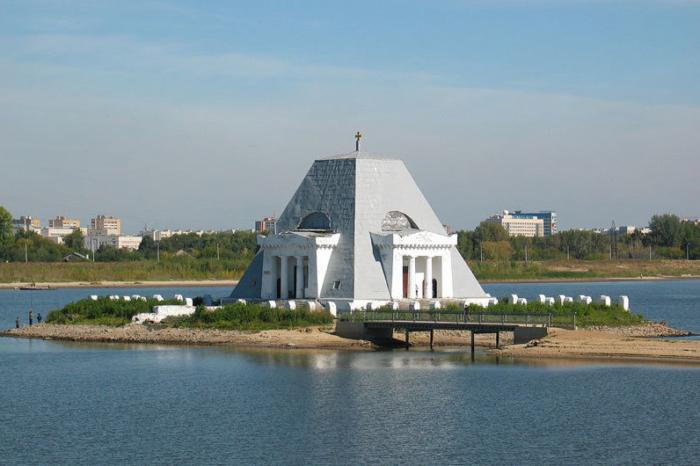 pamyatnik-hram-zashhitnikam-Kazani-700x466