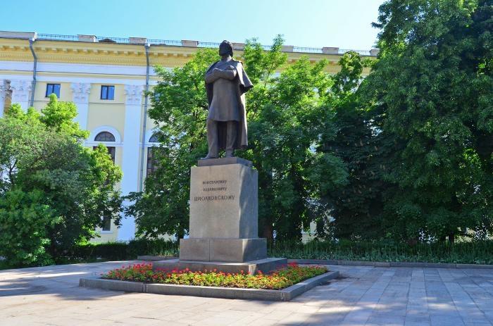pamyatnik-ke-tsiolkovskomu-700x463