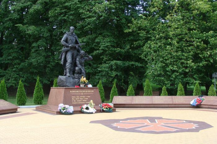 pamyatnik-memorial-voinam-razvedchikam-700x467