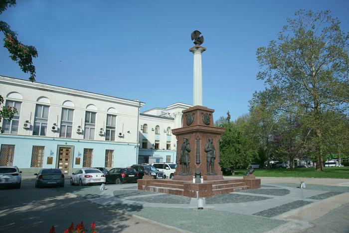 pamyatnik-narodnomu-opolcheniyu-vseh-vremen-700x467