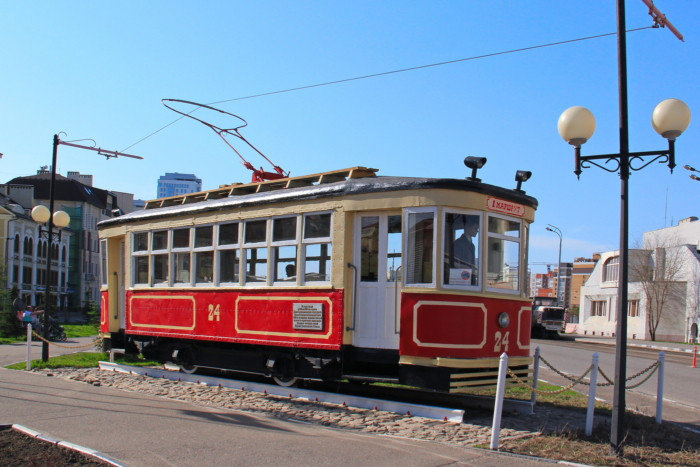 pamyatnik-pervomu-tramvayu-kazani-700x467