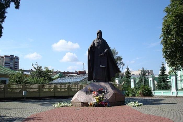pamyatnik-sv-afanasiyu-brestskomu-700x466
