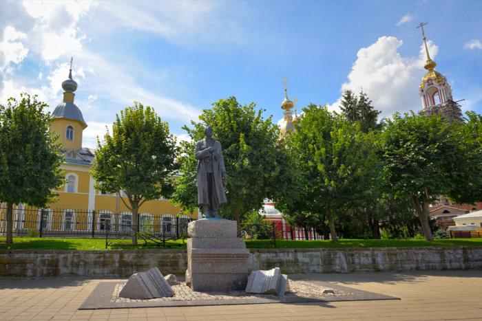 pamyatnik-sv-rahmaninovu-1-700x467
