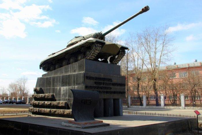 pamyatnik-tank-pobeda-700x467