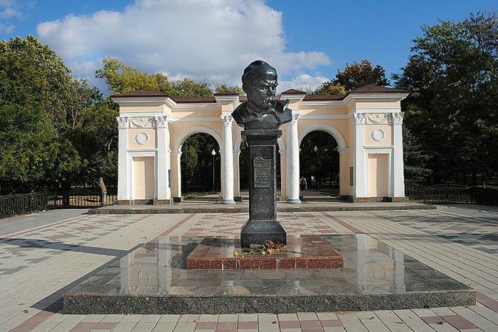 pamyatnik-tarasu-shevchenko-1-700x467
