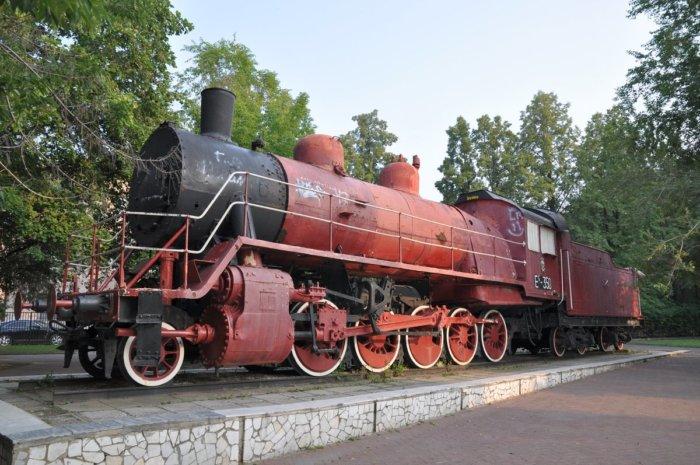 parovoz-es-350-krasnyj-kommunar-700x465
