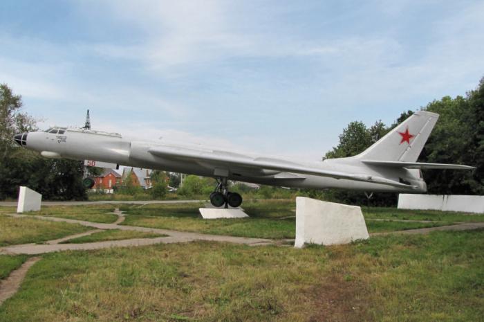samolet-tu-16-700x465