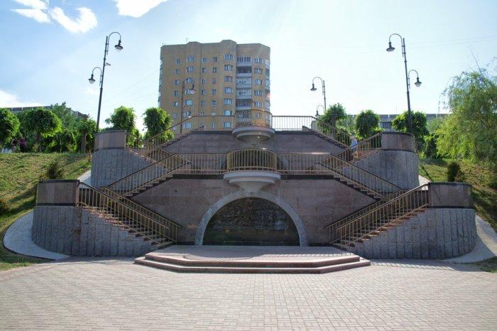 triumfalnaya-lestnitsa-geroyam-vojny-1812-goda-700x466
