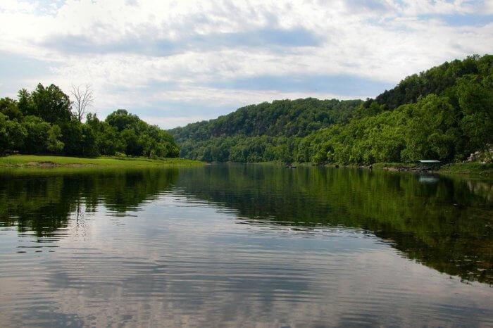 uajt-river-700x466