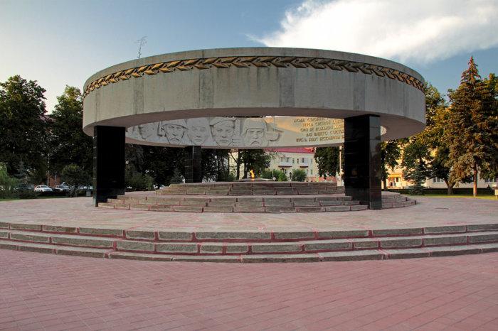 vechnaya-slava-700x466