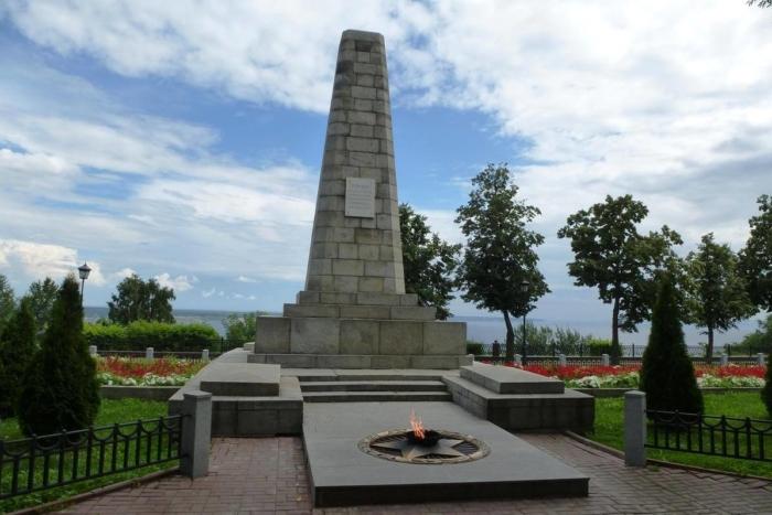 geroyam-krasnoarmejtsam-pavshim-v-boyu-za-osvobozhdenie-simbirska-12-sentyabrya-1918-goda-700x467