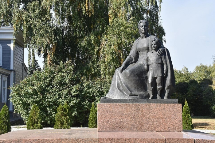 ma-ulyanova-s-synom-volodej-700x467