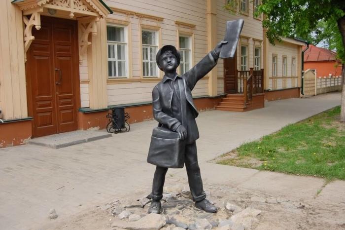 malchik-raznoschik-gazet-700x466