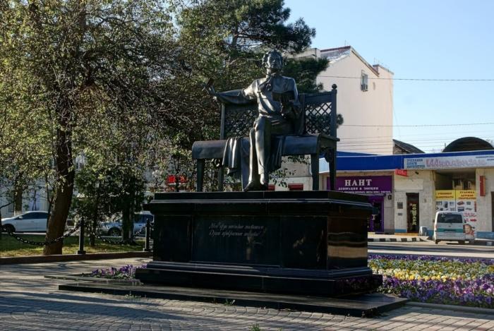 pamyatnik-as-pushkinu-700x469