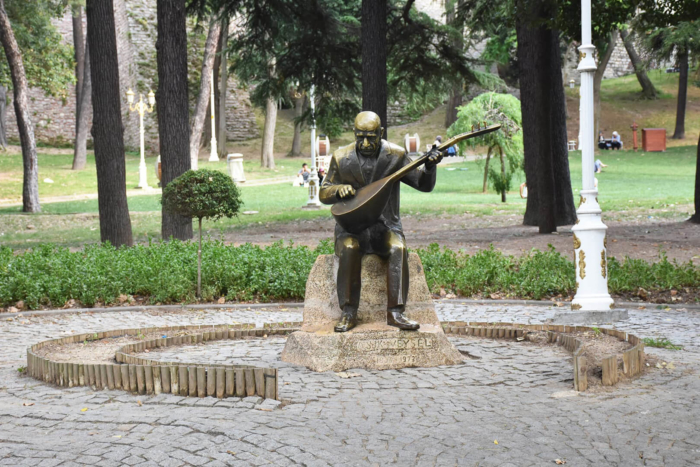 pamyatnik-ashyk-vejselyu-700x467