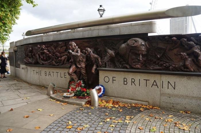 pamyatnik-bitve-za-britaniyu-700x465