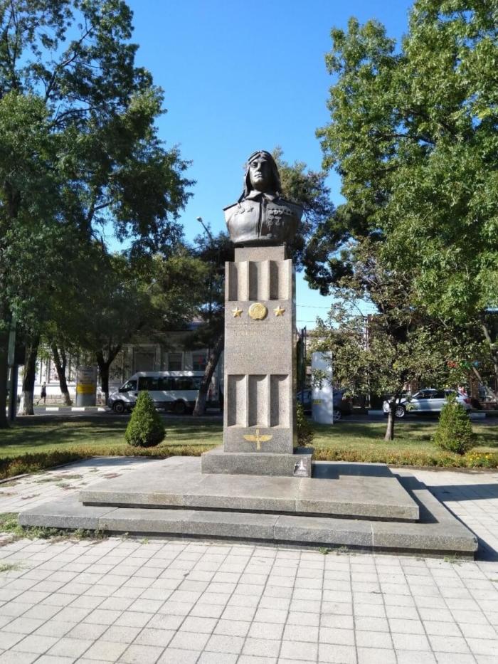 pamyatnik-eya-savitskomu-700x933