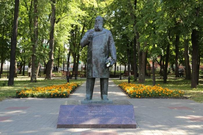 pamyatnik-iya-yakovlevu-700x466