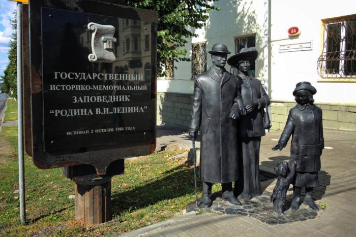 pamyatnik-simbirskoj-seme-700x467