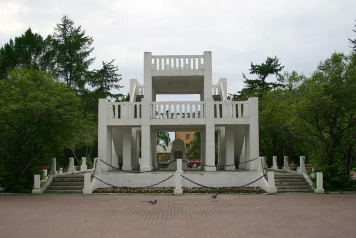pamyatnik-zhertvam-interventsii-700x467