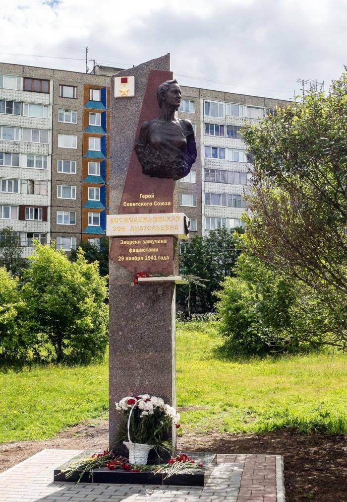 pamyatnik-zoe-kosmodemyanskoj-700x1011