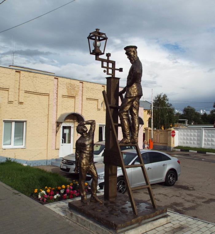 pervyj-elektricheskij-fonar-700x763