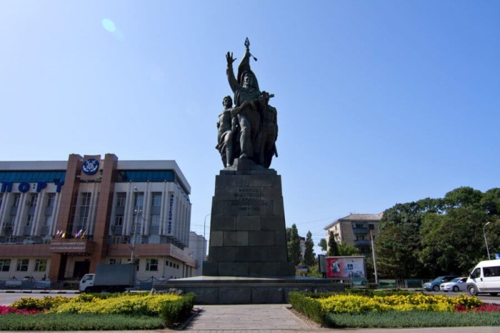 voinam-zashhitnikam-goroda-novorossijska-1942-1943-700x467