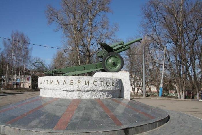 pamyatnik-artilleristam-700x467