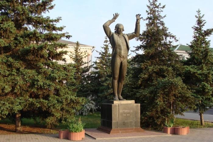 pamyatnik-sa-degtyaryovu-700x467
