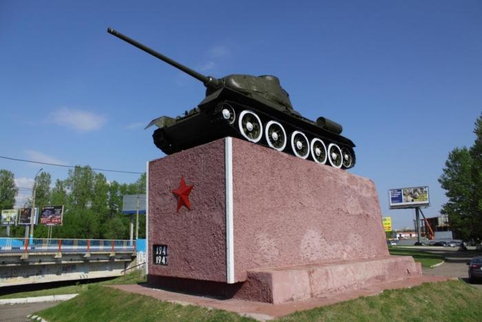pamyatnik-tankistam-700x467