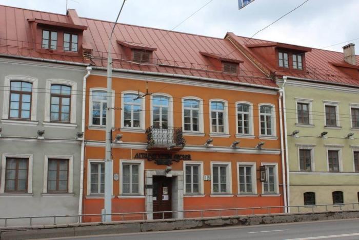 muzei-istorii-belorusskoi-literatury-700x467