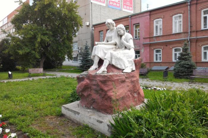 chitayushhie-devushki-700x466