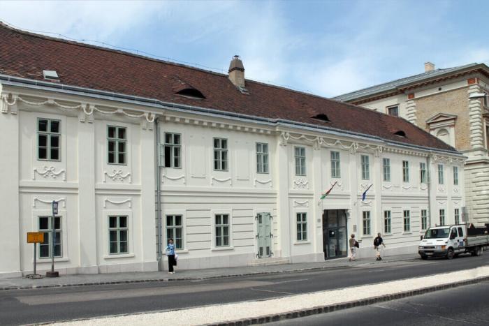 muzej-istorii-meditsiny-zemmelvejsa-700x467