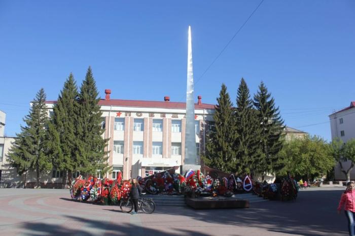 obelisk-v-chest-pobedy-sovetskogo-naroda-v-vov-700x467