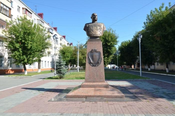 pamyatnik-ms-shumilovu-700x463