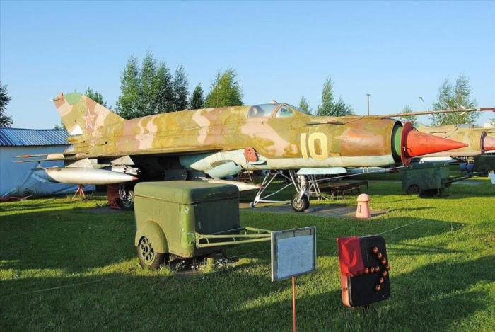 rizhskij-muzej-aviatsii-700x469
