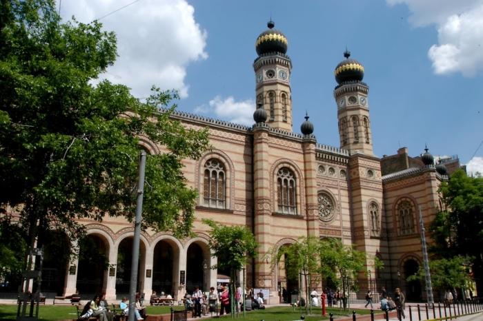 vengerskij-evrejskij-muzej-i-arhivy-700x466