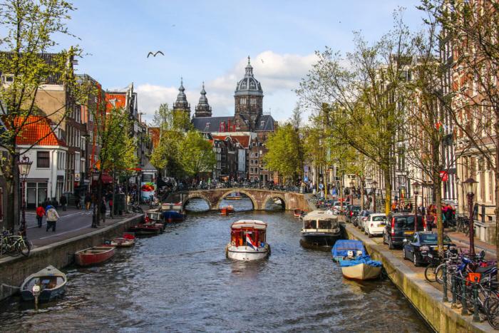 amsterdam-700x467