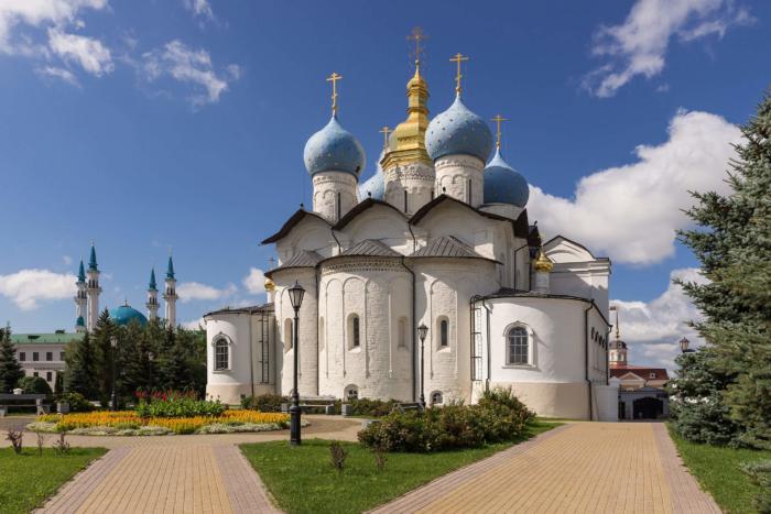 blagoveshhenskij-sobor-kazanskogo-kremlya-700x467