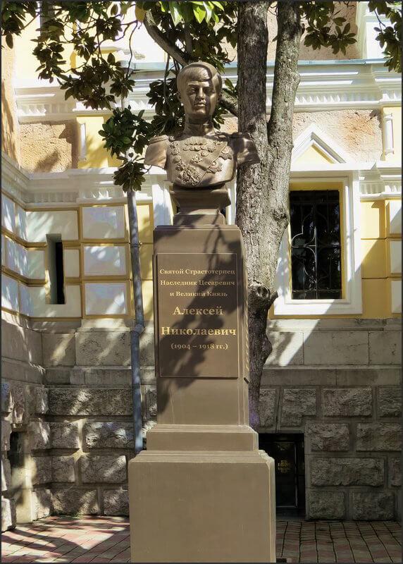 byust-tsesarevicha-alekseya