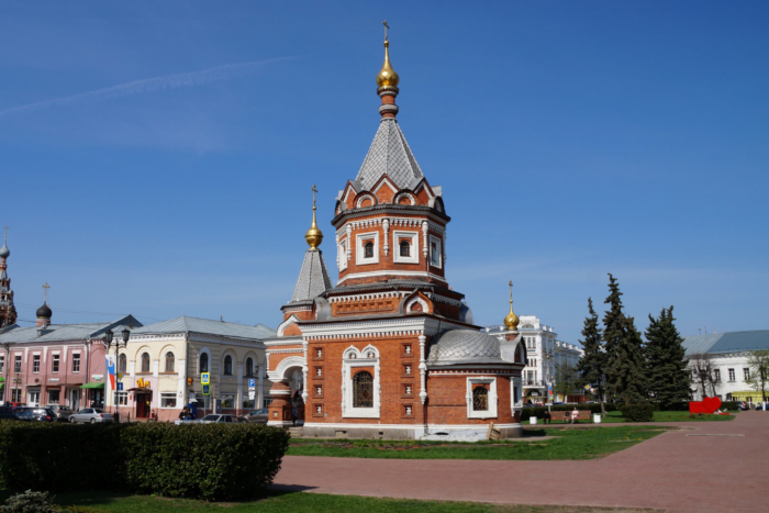 chasovnya-aleksandra-nevskogo-700x467