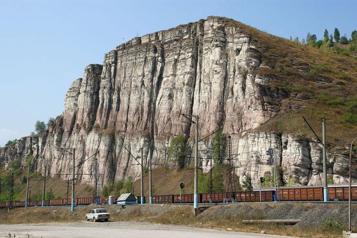 geologicheskie-obnazheniya-argillitov-700x466