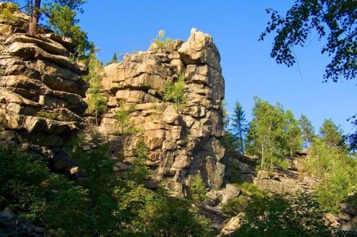 gora-yurev-kamen-700x466