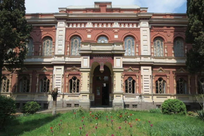 gosudarstvennyj-muzej-shyolka-gruzii-700x467